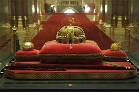 Szent Korona visszaszolgáltatásának 40. évfordulója alkalmából nyílt nap lesz az Országházban.